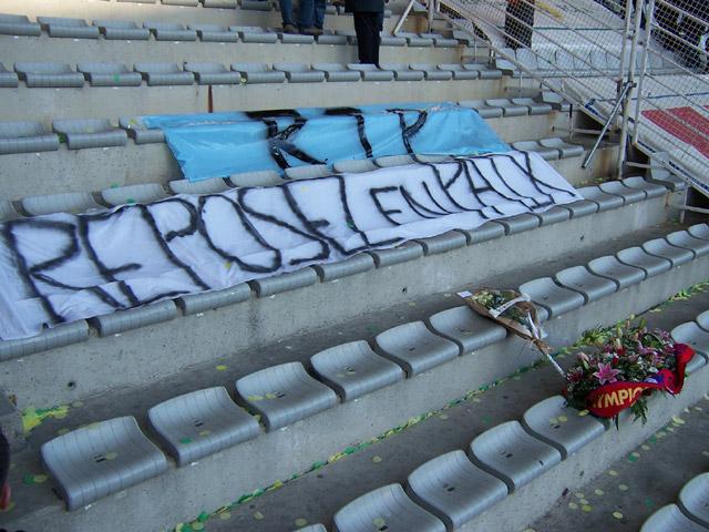 Hommage aux deux disparus. RIP les Gones...