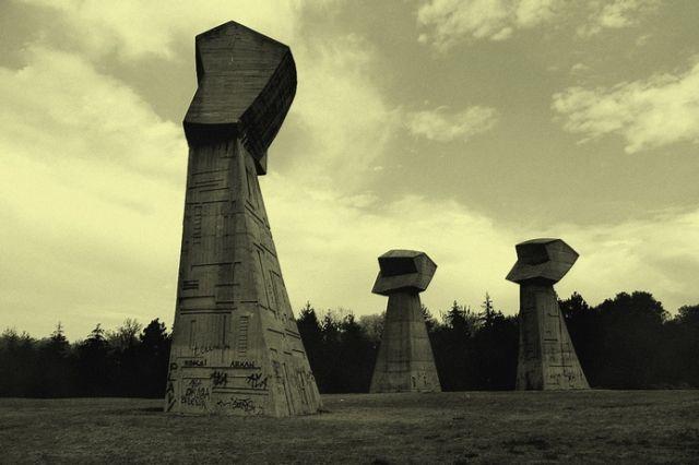 Holocaust Memorial, Mont Bubanj, au Sud du centre de la ville