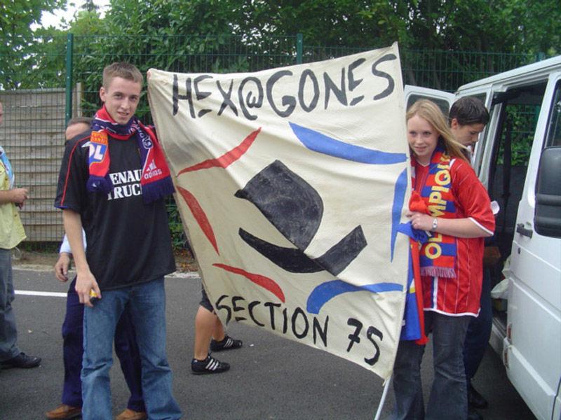 Beber et julie (hex@22) tenant fièrement le drapeau des hexas