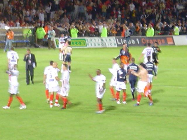 Les joueurs à l'échauffement sur le terrain de Lorient :-)